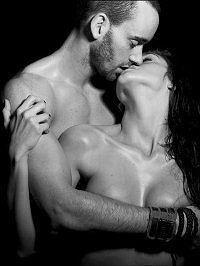 голый девушки целуется мужчинами фото