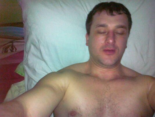 golie-devushki-fotografiruyushie-sebya-v-zerkale